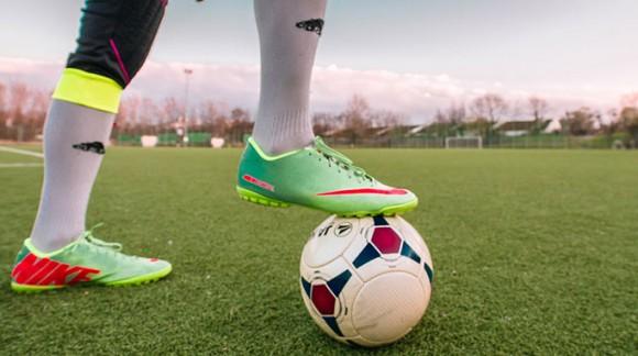 Tipos de tacos de fútbol: ¿Cómo elegir los adecuados según tu terreno?